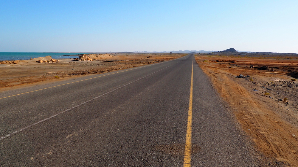 Straße auf Masirah Island im Oman