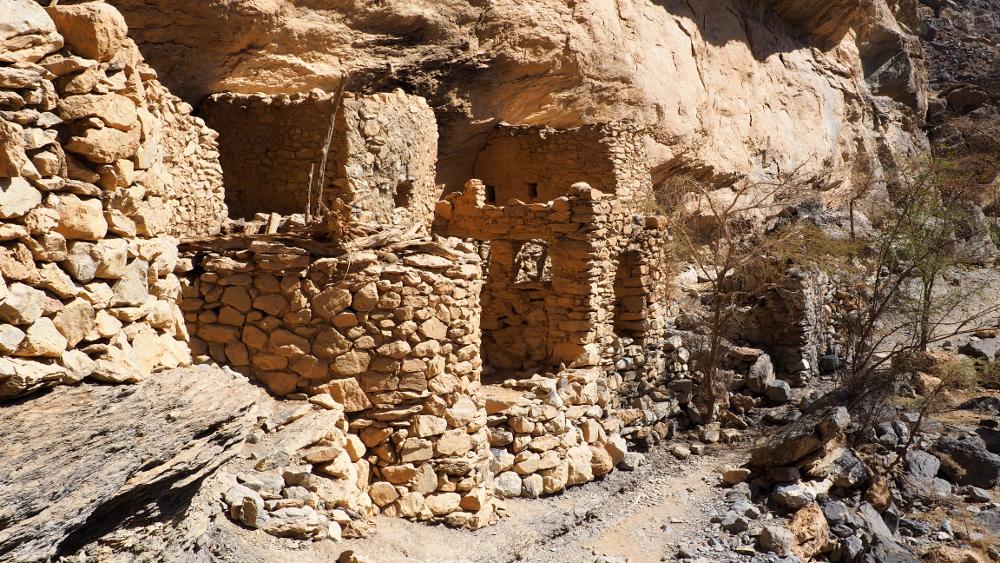Blick auf ein verlassenes Dorf am Balcony Walk im Oman