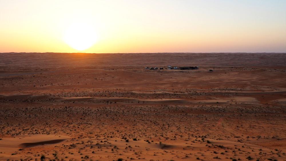 Sonnenuntergang übder den Wahiba Bedouin Rustic Camp im Oman