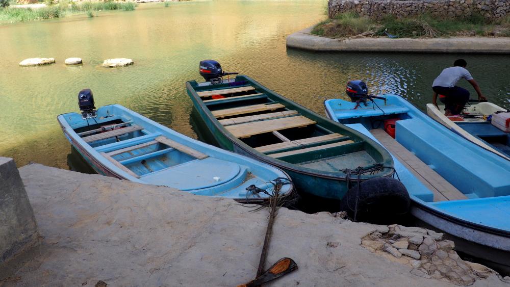 Boote am Wadi Shab im Oman