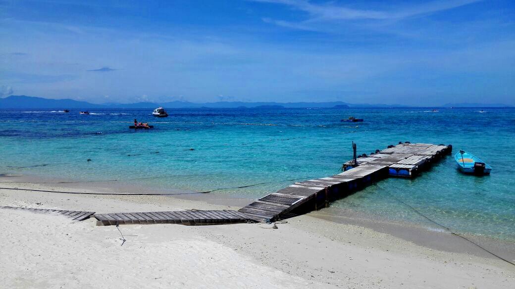 Steg an einem Strand auf den Perhentian Islands