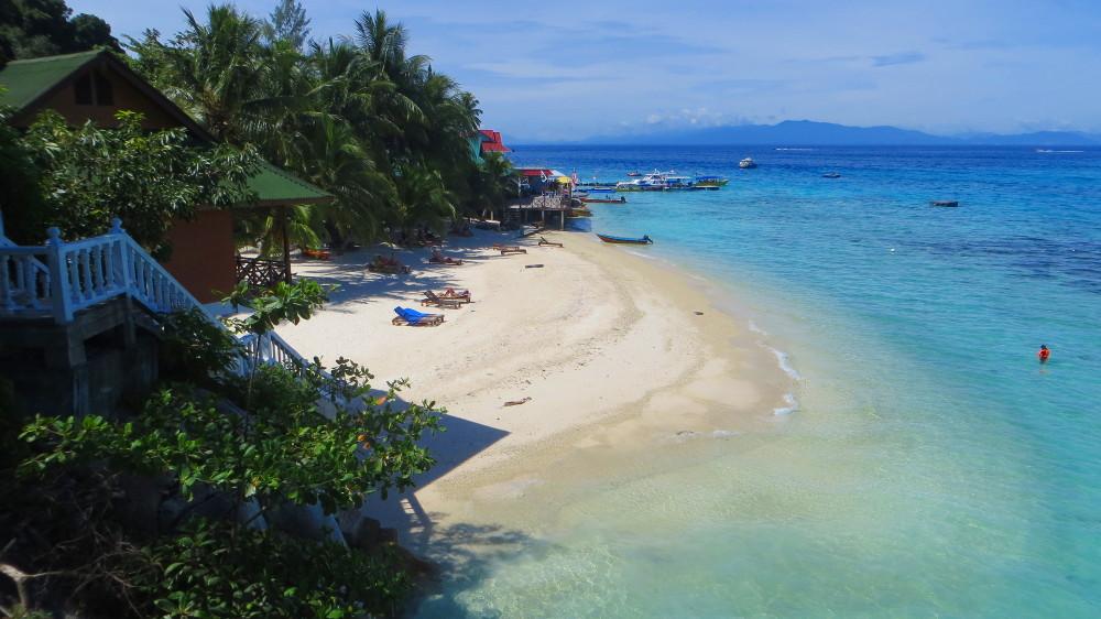 Der Strand bei den Cozy Chalets auf den Perhentian Islands
