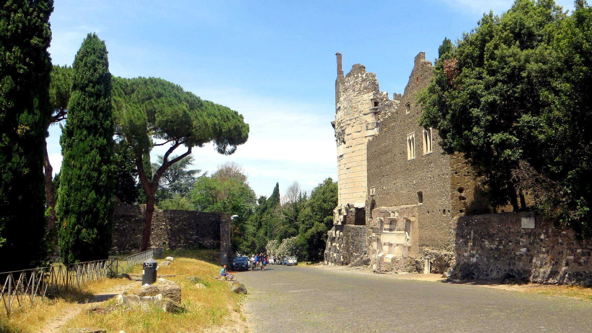 Das Mausoleo di Cecilia Metella auf der Via Appia Antica in Rom