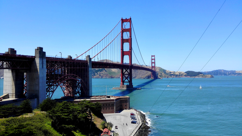 Blick auf die Golden Gate Bridge mit dem Fort Point