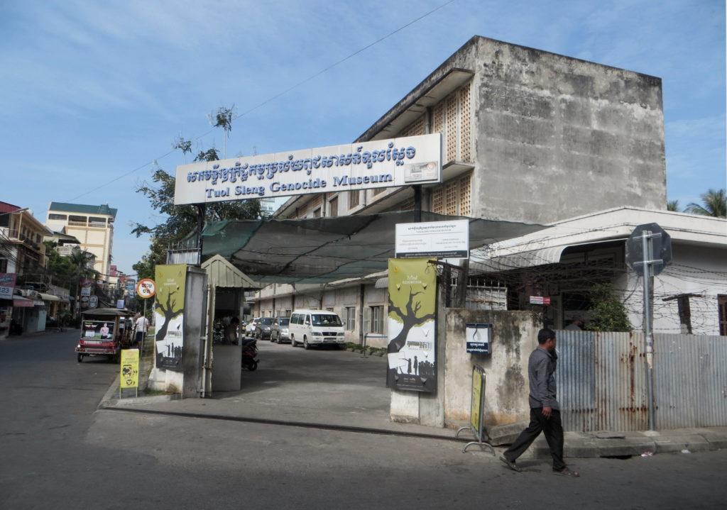 Eingang Tuol Sleng Genocide Museum