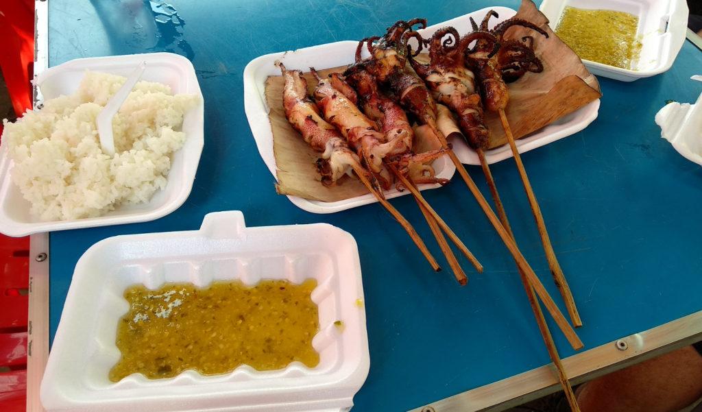 Mittagessen auf dem Crab Market in Kep