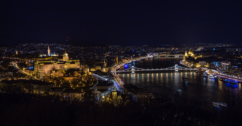 Blick auf Budapest bei Nacht
