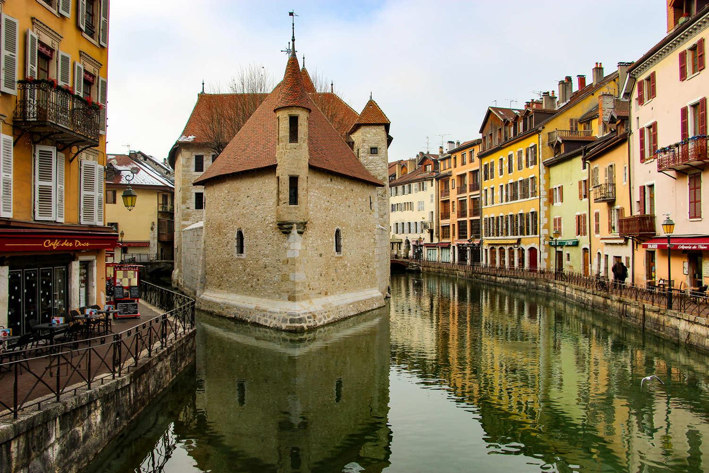 In der Innenstadt von Annecy in Südfrankreich