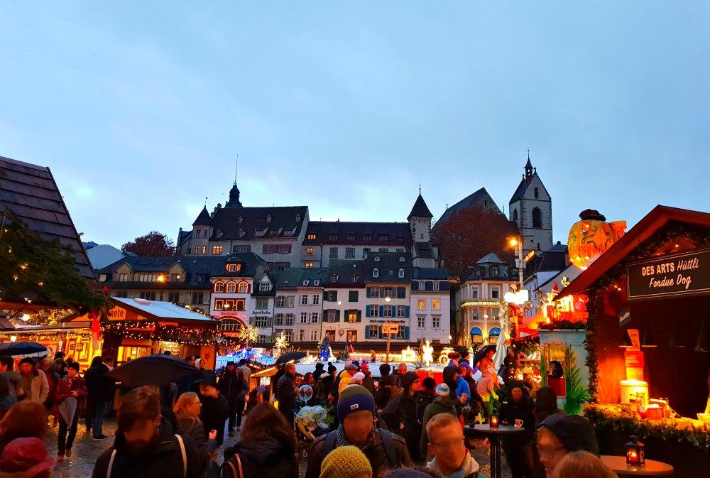 Der Wiehnachtsmarkt auf dem Barfüsserplatz in Basel