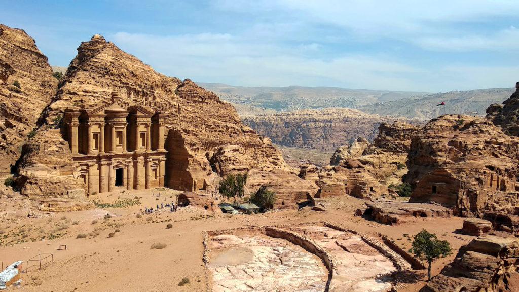 Panoramablick auf Ad-Deir in Petra