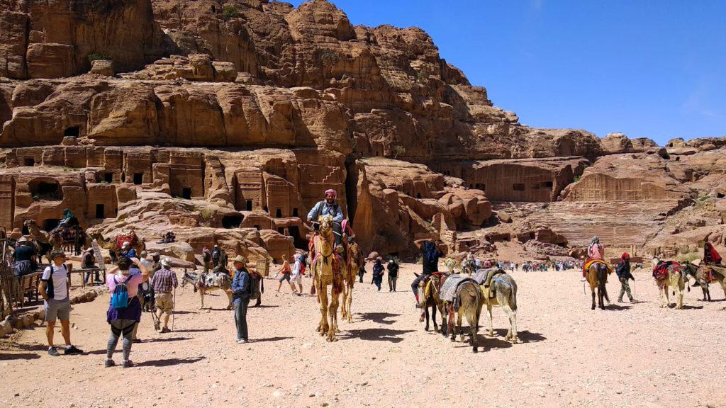 Kameltreiber auf der Fassadenstraße in Petra