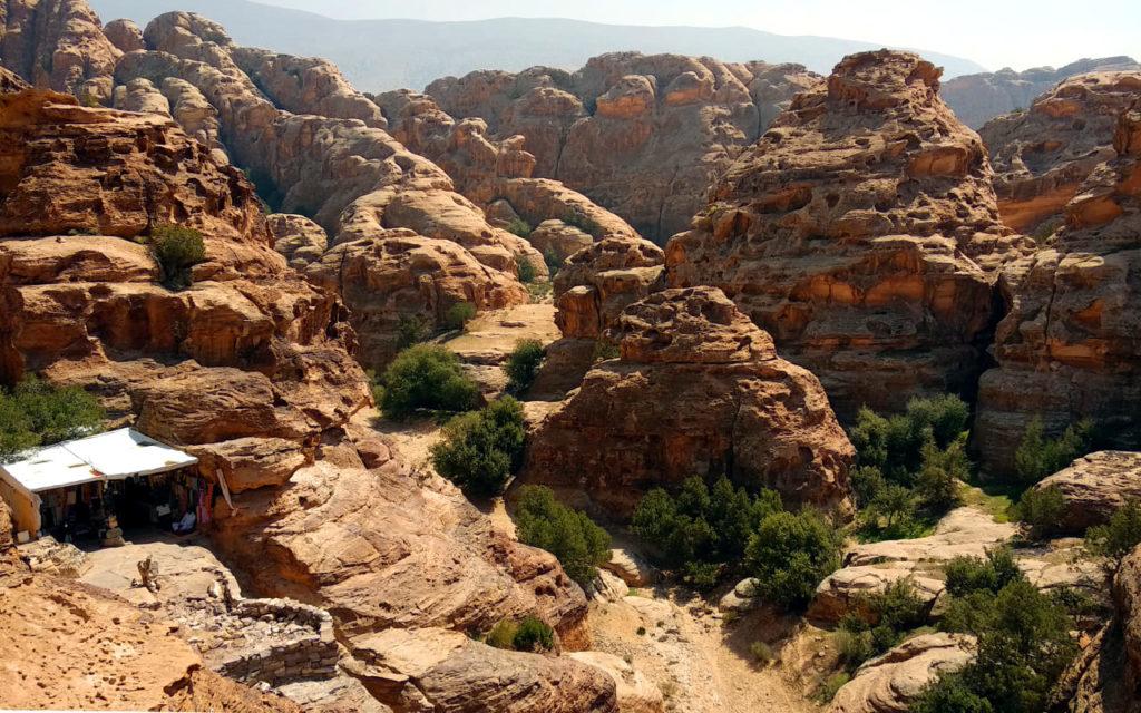 Ausblick ins Wadi Araba bei Little Petra