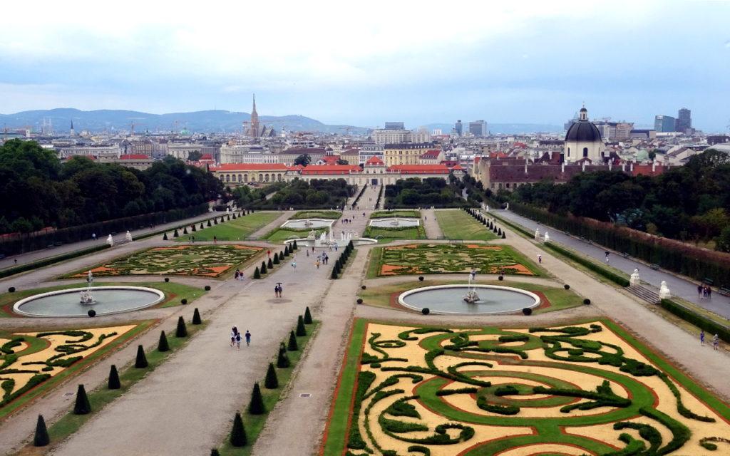 Blick auf den Schlosspark Belvedere