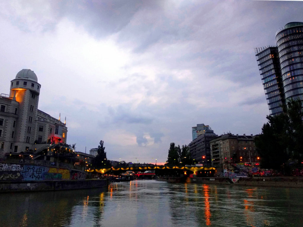 Donaukanal bei Dämmerung