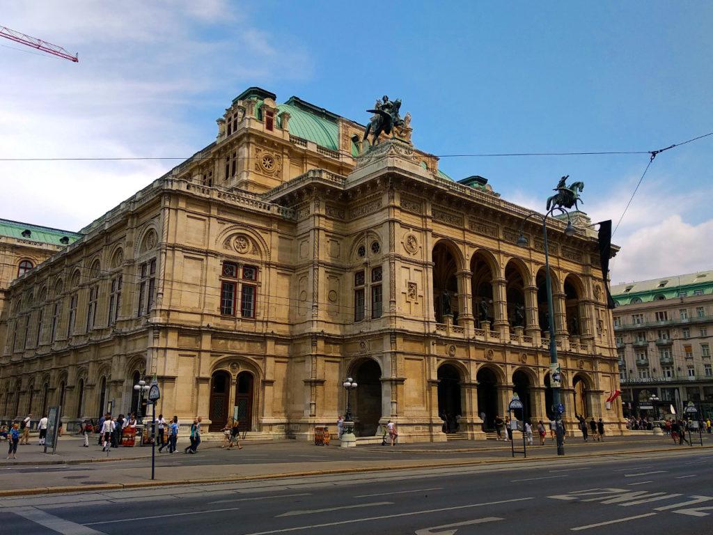 Blick auf die Staatsoper in Wien