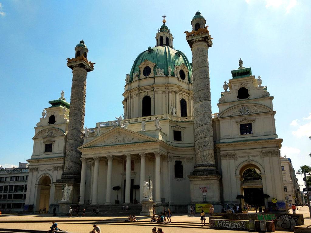 Blick auf die Karlskirche in Wien