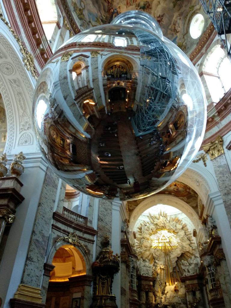 Kunstinstallation in der Karlskirche