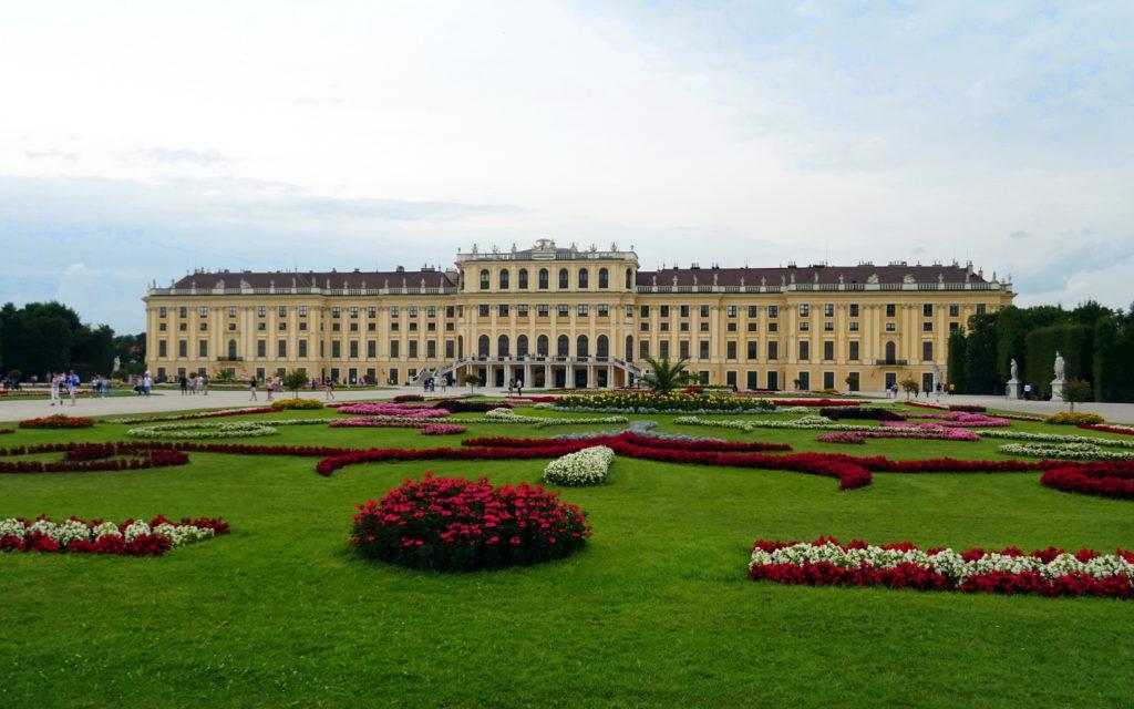 Blick auf Schloss Schönbrunn aus dem Schlosspark