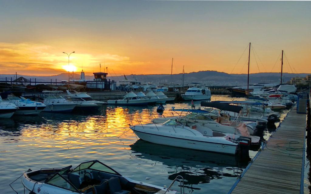 Sonnenuntergang in der Marina von Aqaba