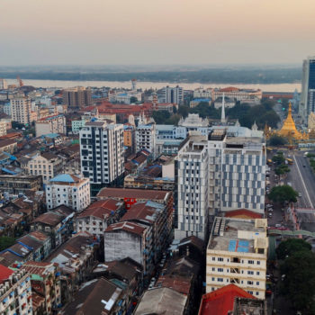 Blick auf Yangon im Sonnenuntergang